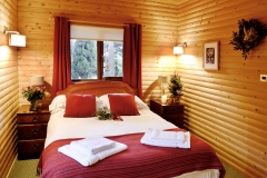 cabin-bedroom-xmas